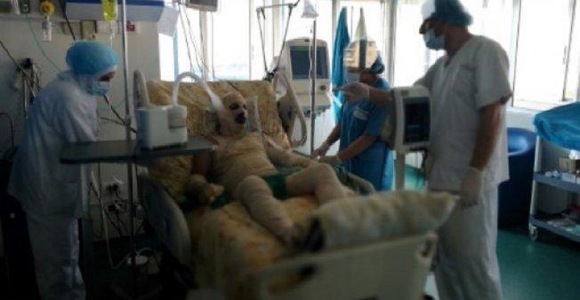 لاجئ سوري بلبنان يضرم النار في جسده